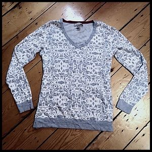 BR 100% cotton paisley silhouette v-neck sweater S